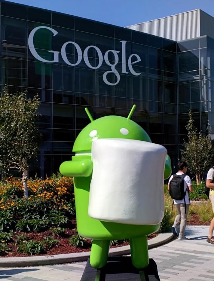 Maskotka Android 6.0 Marshmallow przed siedzibą Google w Kalifornii.