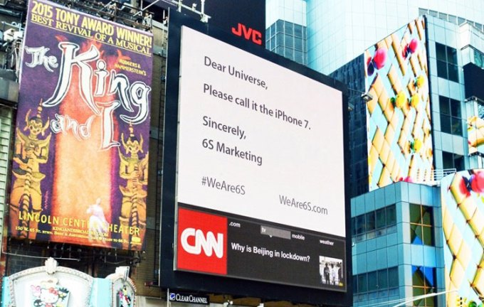 Billboard agencji 6S Marketing na Times Square z apelem do Apple'a