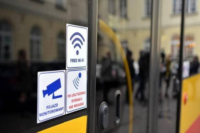 Darmowy internet bezprzewodowy w autobusach MZA w Warszawie - oznaczonych naklejką