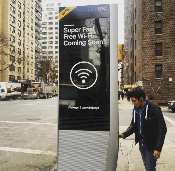 Ładowanie w LinkNYC via USB