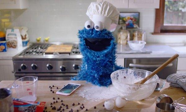 Ciasteczkowy Potwór reklamuje iPhone'a 6s