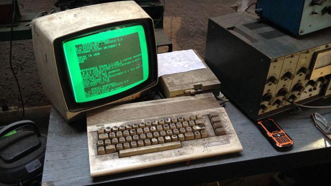 25-letnie Commodore 64 działające w jednym z gdańskich warsztatów (2016) fot. Bartek Gatz