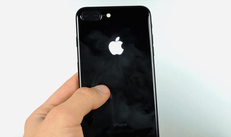 Świecące logo w iPhone'ie 7