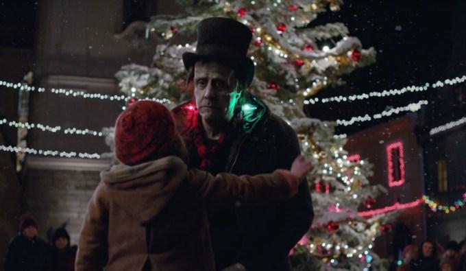 "Świąteczna reklama Apple'a pt. ""Frankie's Holiday"""