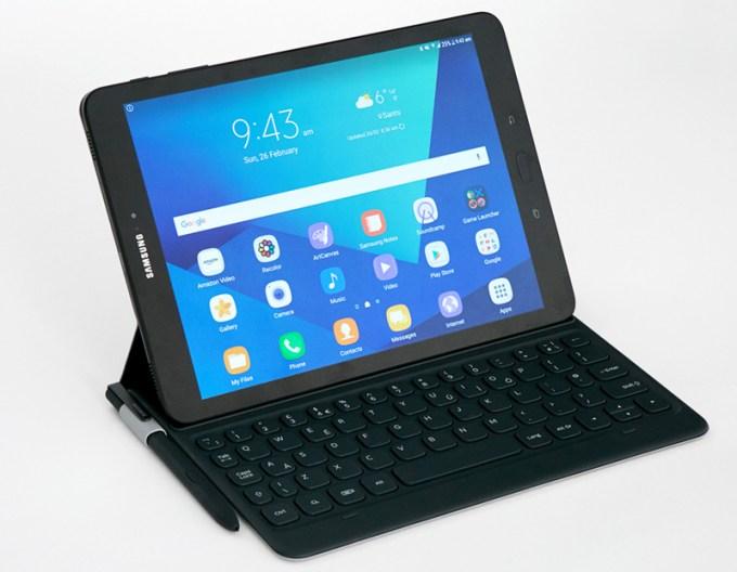 Samsung Galaxy Tab S3 z rysikiem S Pen i klawiaturą
