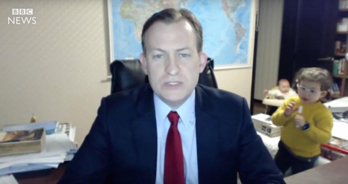 Dzieci przeszkadzają tacie podczas wywiadu w BBC