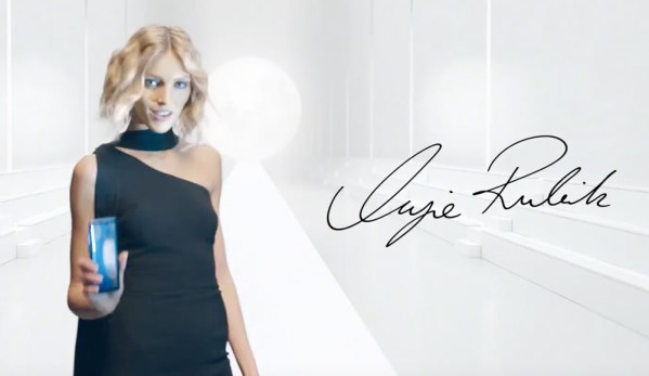 Anja Rubik reklamuje Orange i Galaxy S8