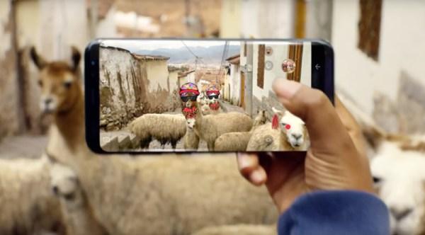Galaxy S8 w reklamie, jako doskonałe urządzenie do podróży i gier VR