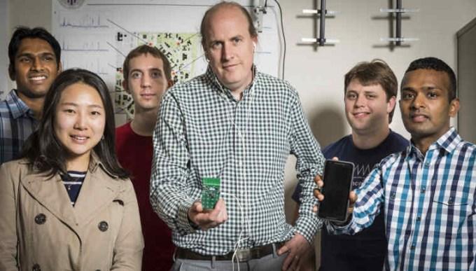 """Zespół naukowców, który stworzył """"Battery Free Phone"""""""