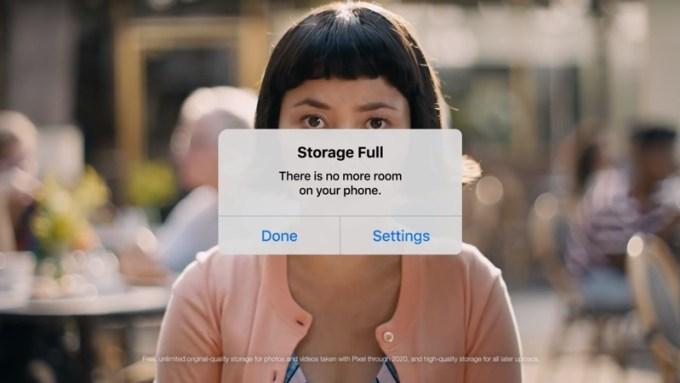 Screen z reklamy wideo telefonu Pixel 2 od Google'a