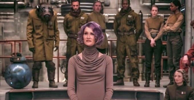 """Kadr z filmu """"Gwiezdne Wojny: Ostatni Jedi"""" - wiceadmirał Holdo (Laura Dern)"""