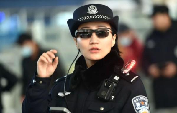 Chińska policja używa okularów do rozpoznawania twarzy