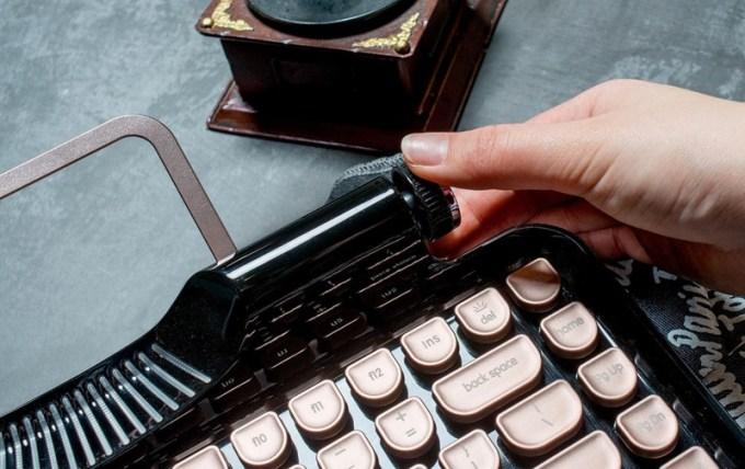 Przełącznik USB/Bluetooth w klawiaturze Rymek