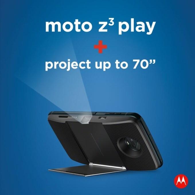 Wbudowany projektor do 70 cali w moto z3 play