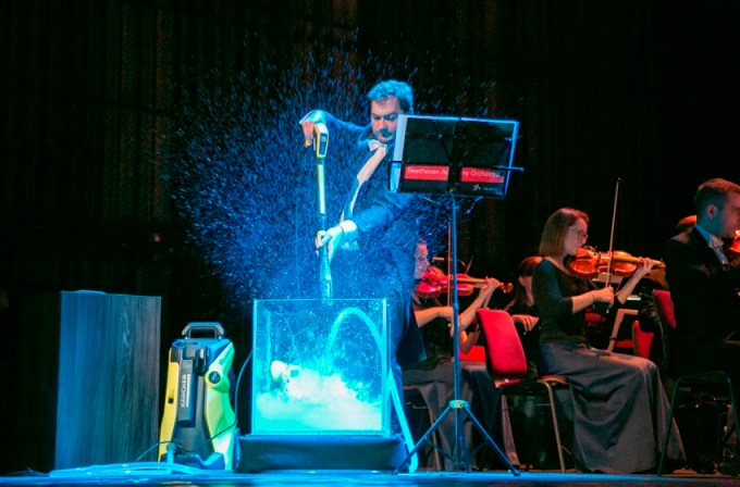 Myjka wysokociśnieniowa zagrała podczas koncertu w krakowskim teatrze!