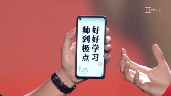 Huawei Nova 4 (z wycięciem w kształcie małego kółka)