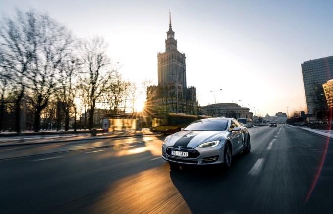 iTaxi - taksówka w Warszawie na tle PKiN