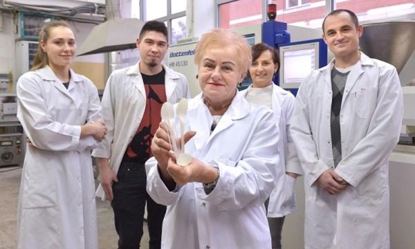 Polscy naukowcy stworzyli sztućce z mąki ziemniaczanej i kukurydzy
