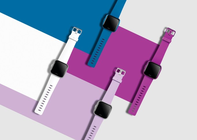 Fitbit Versa Lite Edition fot. Kevin Cremens