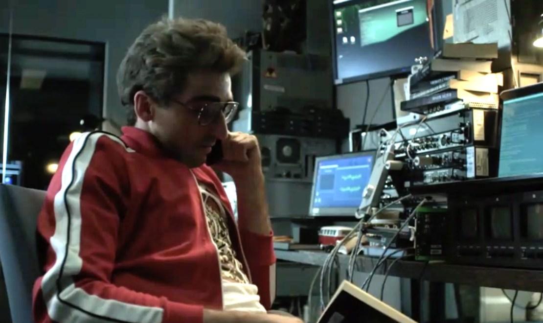"""Hacker Kormak z serialu """"Chyłka – Zaginięcie"""""""