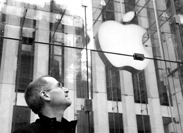 Tim Cook wspomina Steve'a Jobsa w jego 8. rocznicę śmierci
