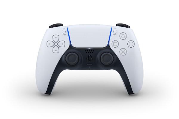 Kontroler Sony DualSense PS5 ma wbudowany mikrofon i czujniki sensoryczne