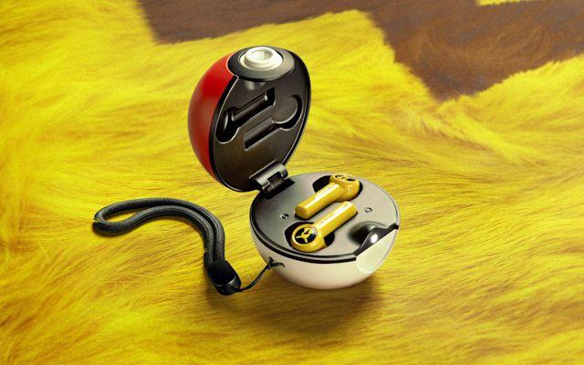 Bezprzewodowe słuchawki douszne Razer Pikachu True w Poke Ballu