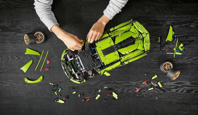 Skala klocków LEGO® Technic™ Lamborghini Sián FKP 37 z góry