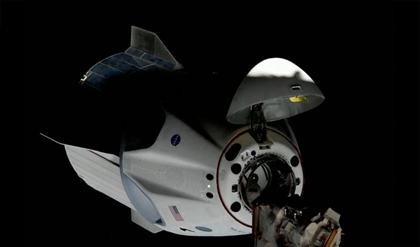 SpaceX Crew Dragon DM-2 dokujący do Międzynarowej Stacji Kosmicznej