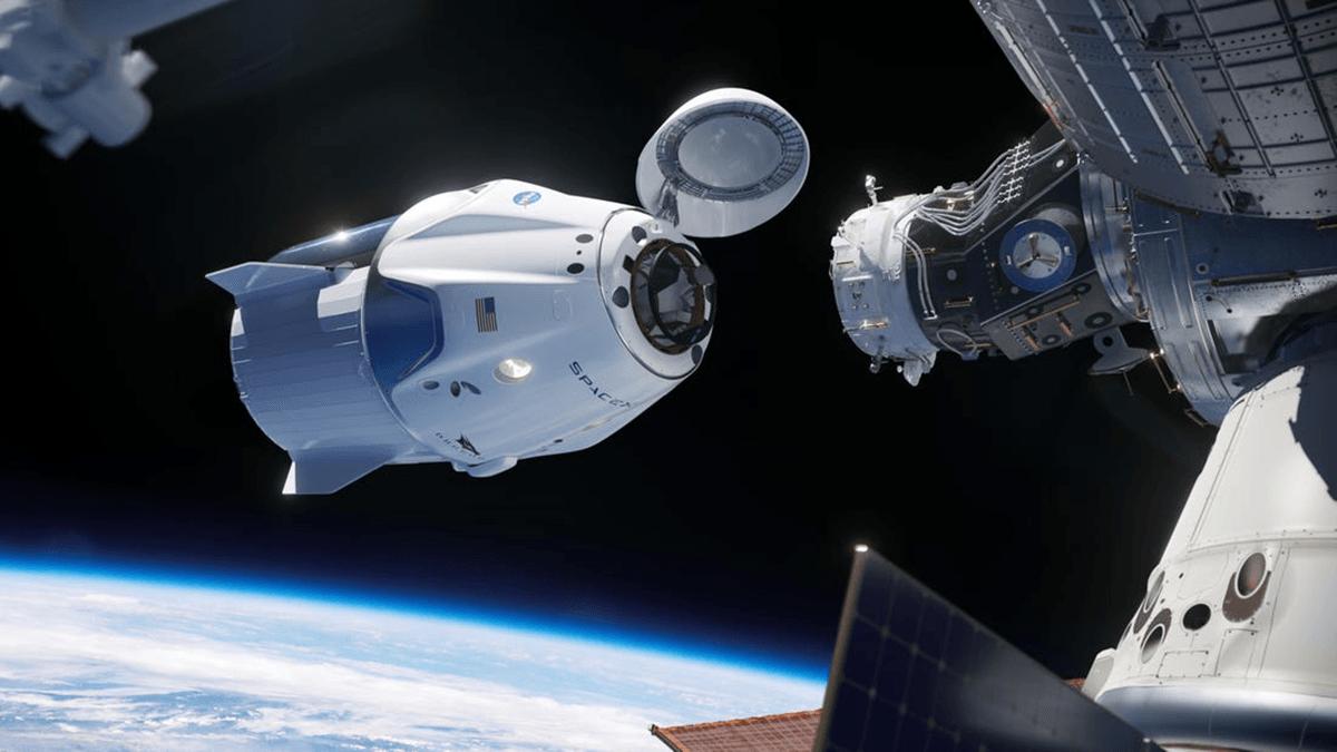 Załogowa kapsuła Crew Dragon od SpaceX dokująca do ISS