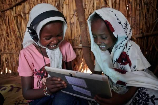 Ericsson i UNICEF łączą siły na rzecz zapewnienia szkołom połączenia internetowego