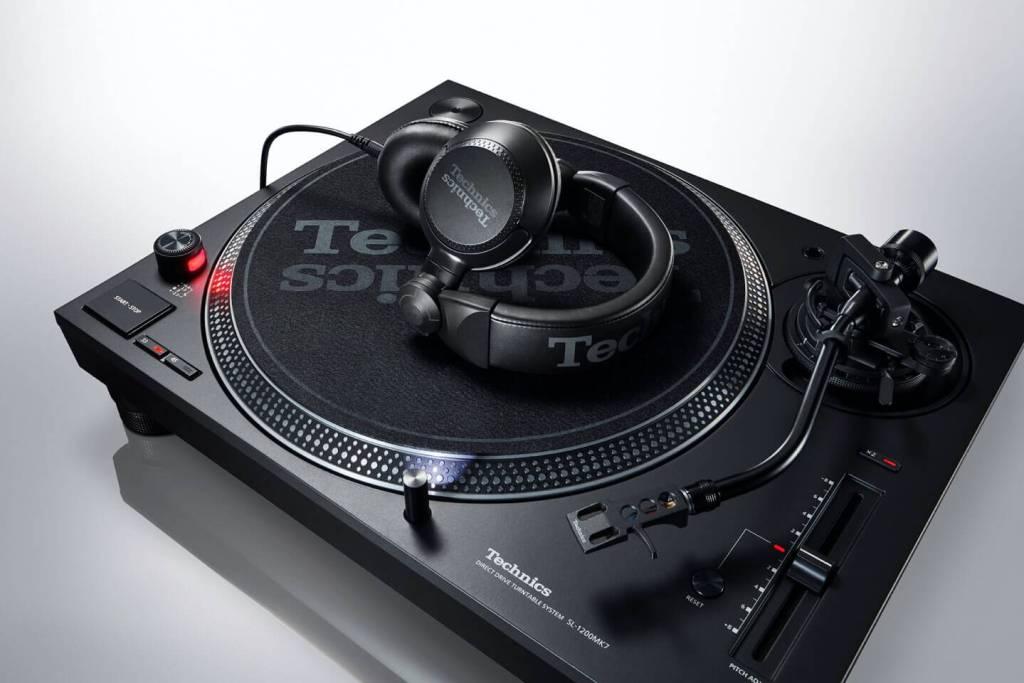Gramofon Technics SL-1210
