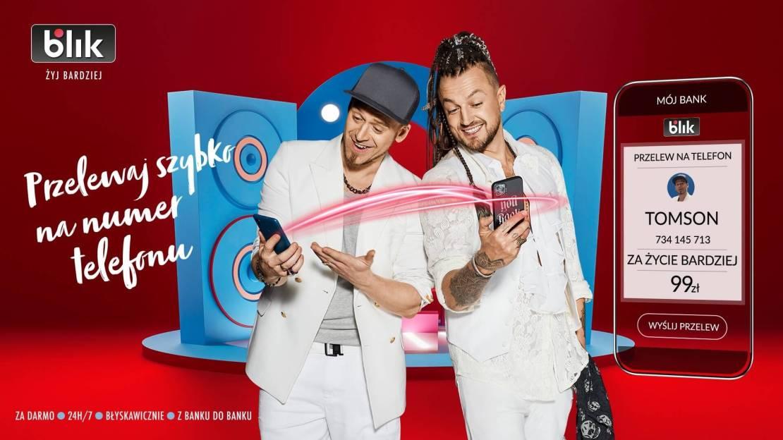 """Tomson i Baron (Afromental) kampania przelewów na telefon BLIK – """"Żyj bardziej"""""""