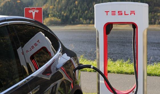Tesla that allowed recharging electric cars
