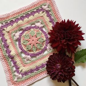 Crochet block with dahlias