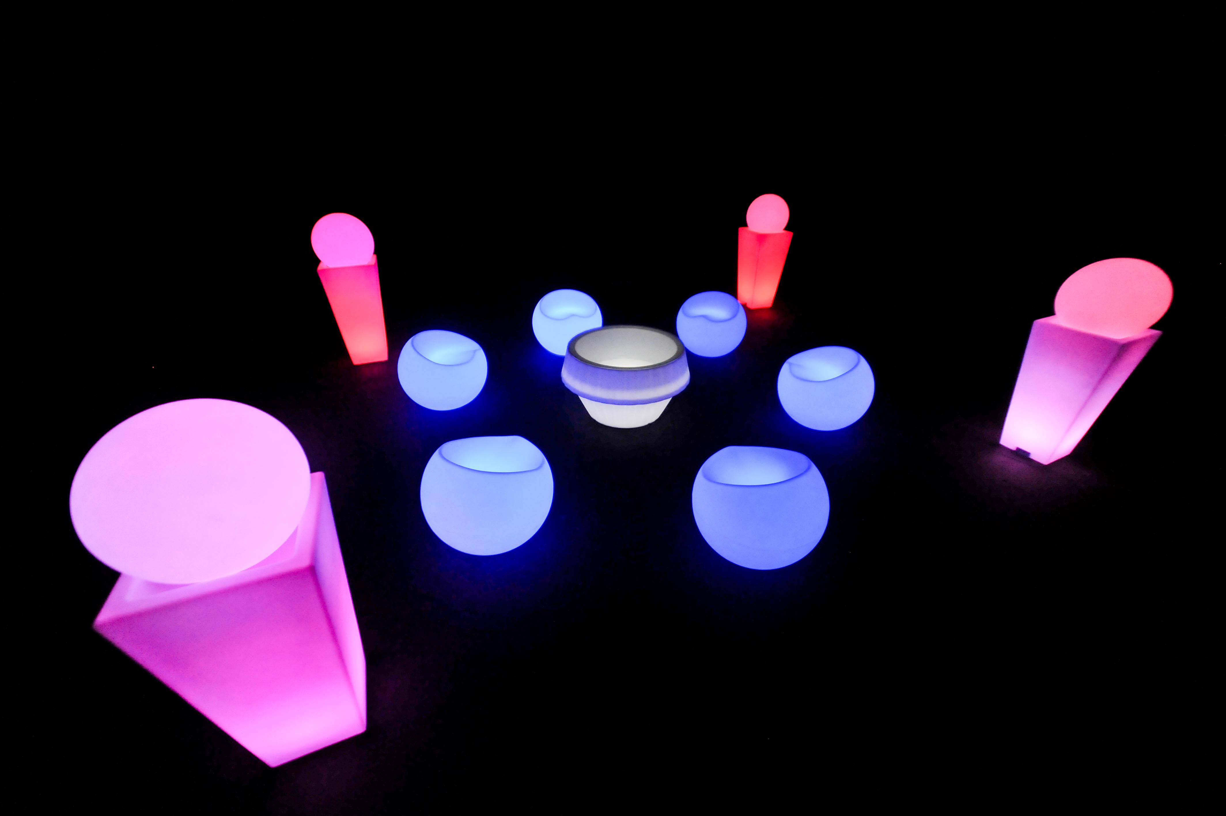 inovação para o seu evento, Móveis de LED é COM A MOBLED, puffs, mesas, bares, balcões, lounges , esferas, coolers e muito mais no nosso acervo.
