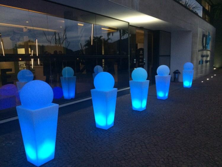 puff neon são paulo , painel de LED , telão de LED , aluguel de móveis para eventos em são paulo, bar e balcão para festas em são paulo, mesas bistrô , mobiliário para locação , Aluguel de mesas bistrô