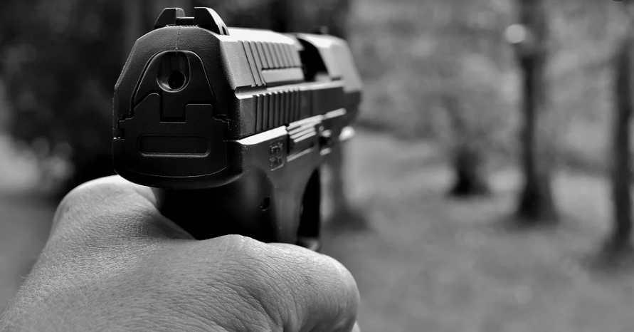 Desconocidos ultiman vigilante en La Vega