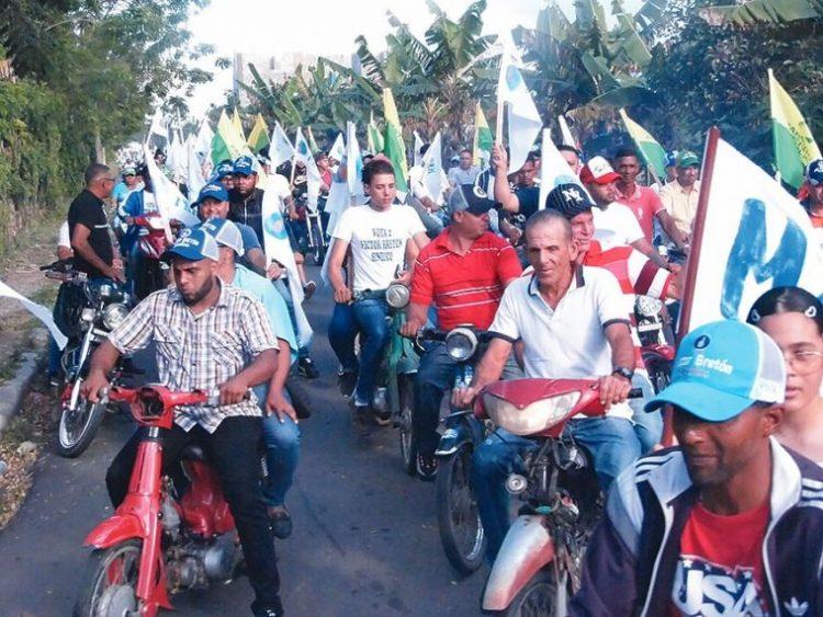 """Un """"tsunami"""" de pueblo acompaña a Víctor Bretón en Canca La Reyna"""
