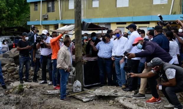 Abinader visita Hato Mayor y promete viviendas para los afectados por Isaías