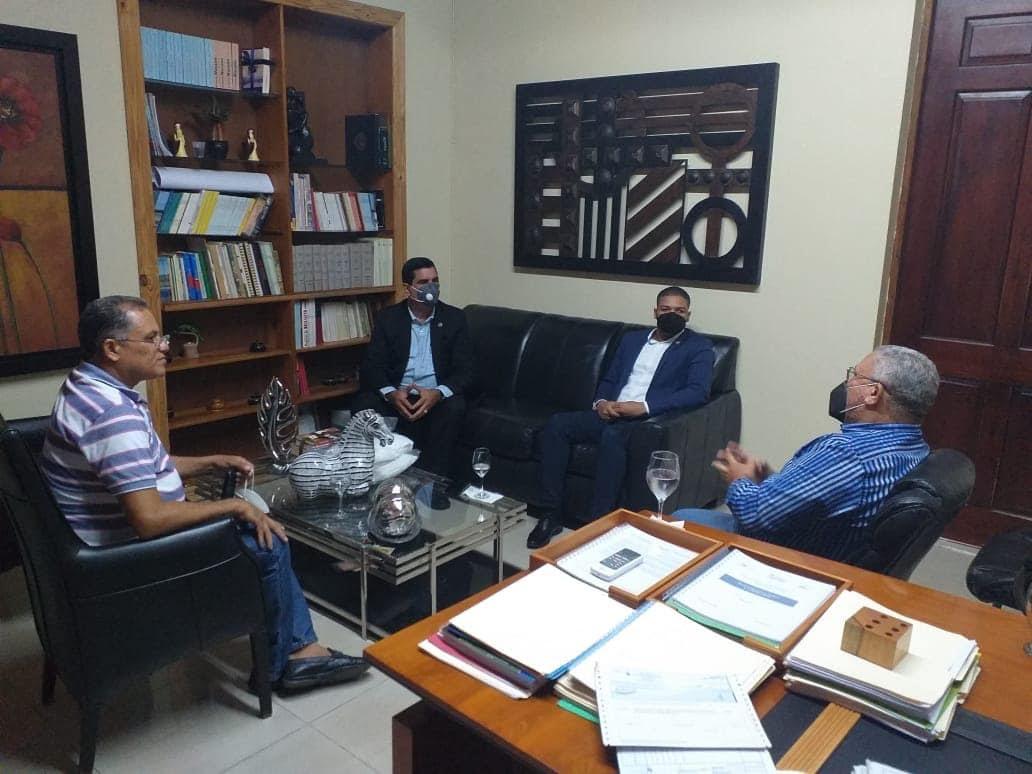 Asociacion de mocanos se reune con autoridades de Moca