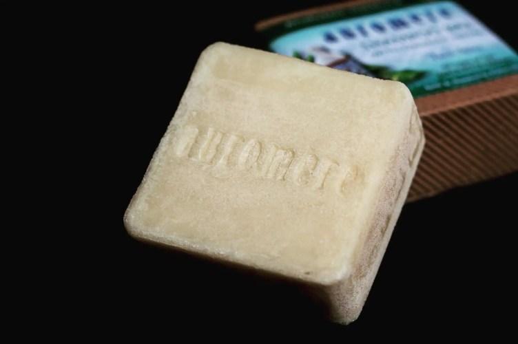 auromere tulsi spice shampoo bar