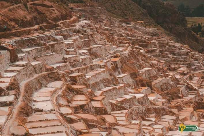 Salar de Maras. La sal de Maras se obtiene de manantiales de la montaña - Mochileros.org
