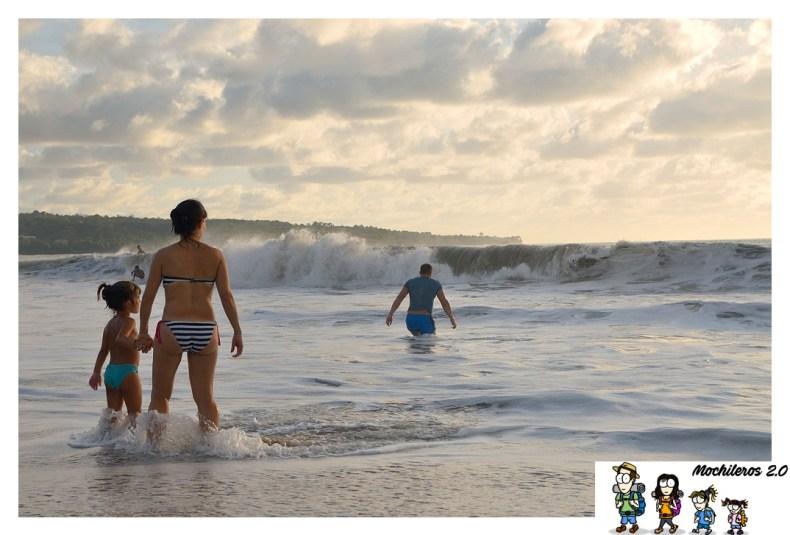 Atardecer en la playa de Jimbaran
