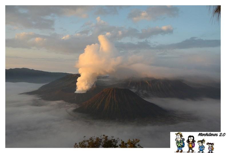 monte bromo caldera volcan