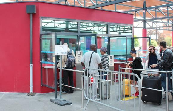 donde comprar una silla para niño cerca de aeropuerto beauvais