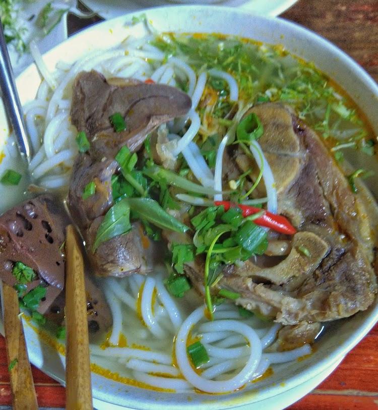 Comida típica vietnamita en la ciudad de Da lat