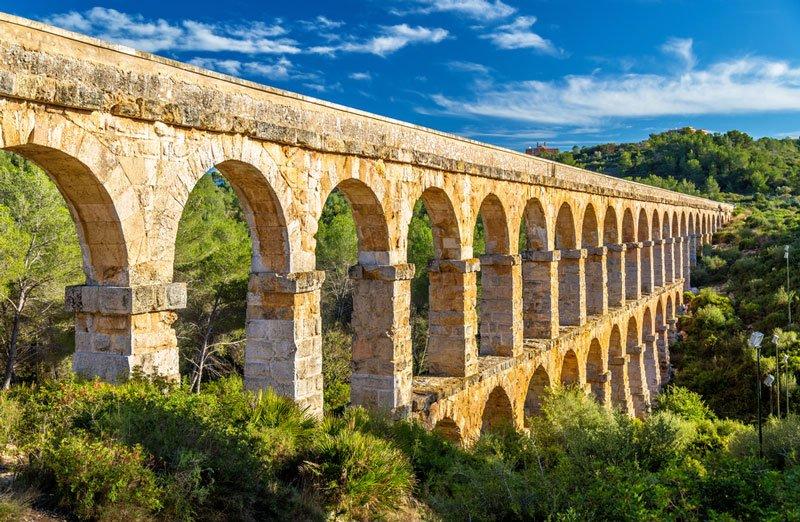 Cómo llegar de Barcelona a Tarragona, ciudad con un gran patrimonio como el Acueducto Les Ferreres