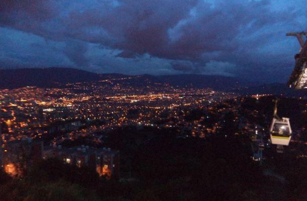 Medellín-Colombia-vista-de-noche