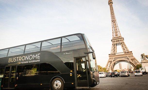 Bustronome de día frente a la Torre Eiffel